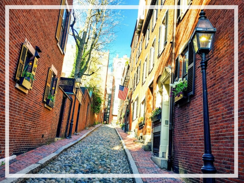 Discover the picture perfect reasons to visit Boston, Massachusetts. From historic landmarks to local favorites, this is what you shouldn't miss on your trip to Beantown. And for more wanderlust inspiration and travel tips follow The Scenic Suitcase on Pinterest!