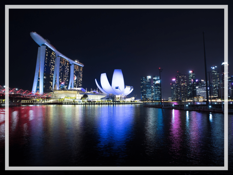 Discover the picture perfect reasons to visit Singapore. From the Supertree Grove to the Cloud Forest, here's what you shouldn't miss! #singapore #sightsinsingapore