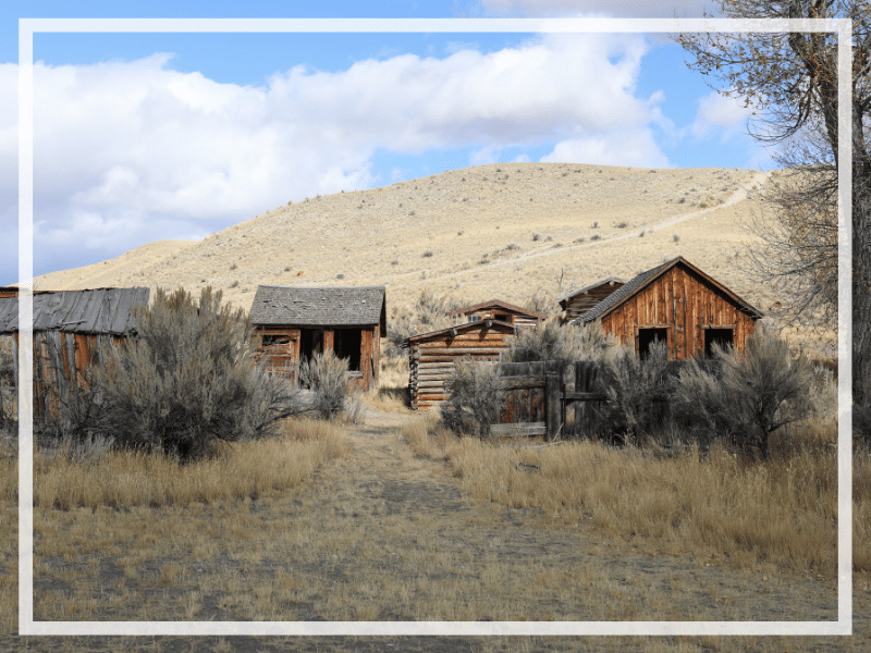 Discover the fascinating history of the ghost town in Bannack Montana. Stories of gun fights, robberies, love, loss, and more! #bannack #bannackmontana #ghosttown